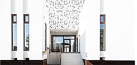 L'écriture architecturale de la façade : matérialité, contrastes et jeux de lumières
